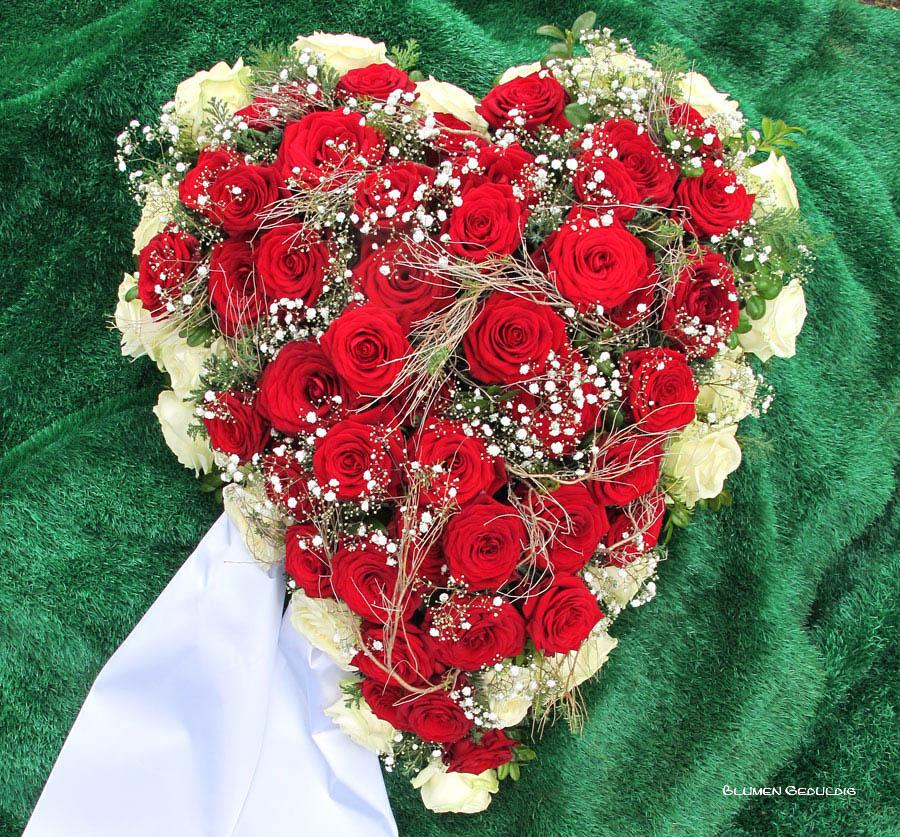 Herz-rote-Rosen-und-weiss-Bearbeitet