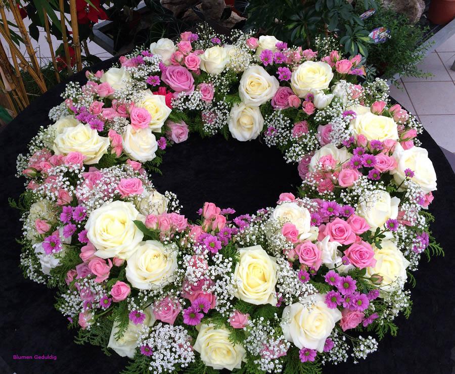 Trauerkranz-rosa-weiss-Bearbeitet